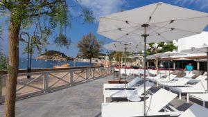 Strandbedden en ligbedden Balliu boulevard hotel zwembad sauna strand