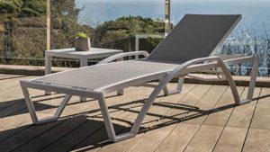 Strandbed en ligbed Balliu ETNA hotel strand zwembad sauna boulevard
